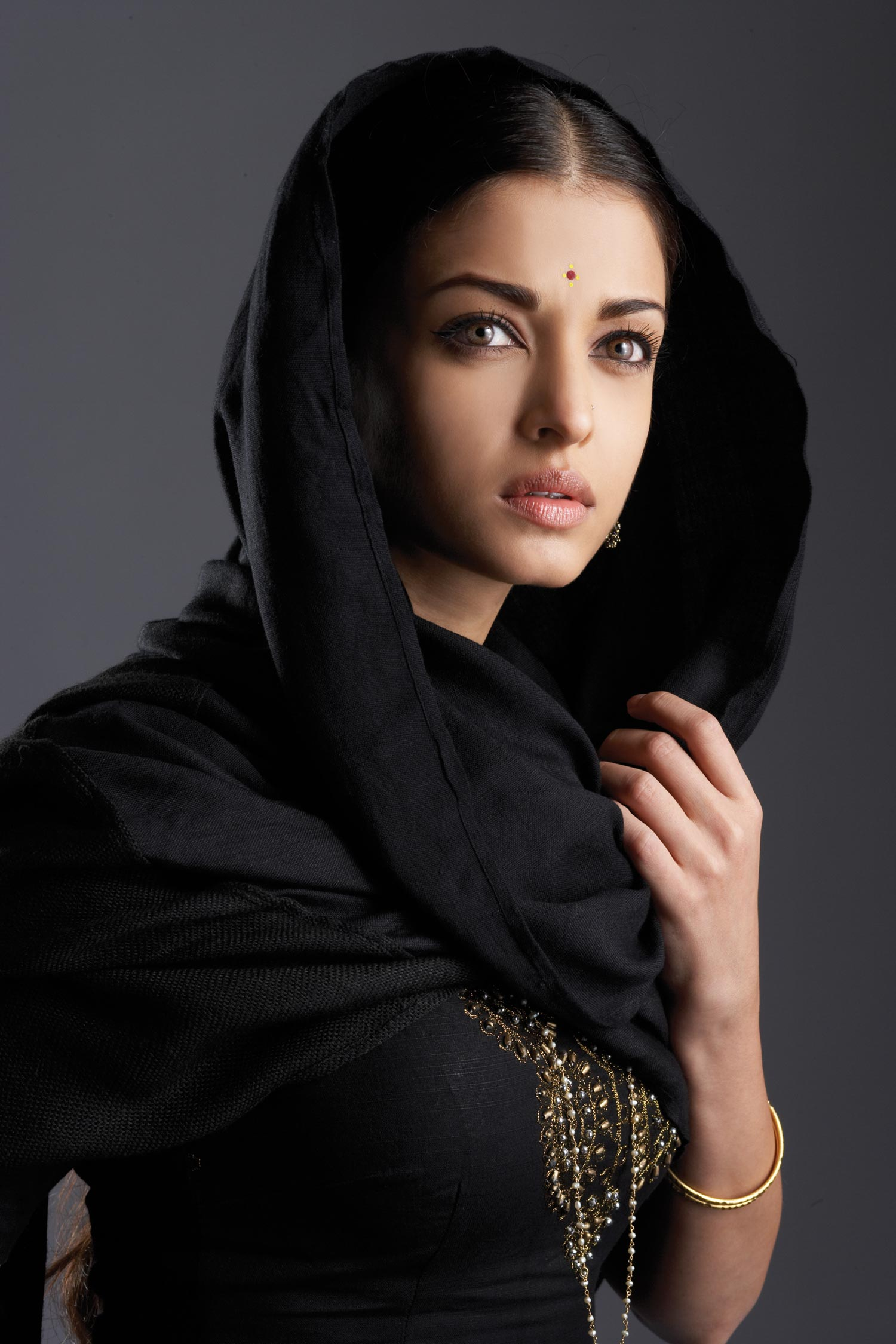 Айшвария Рай/Aishwarya Rai  94616_Aish1_122_370lo