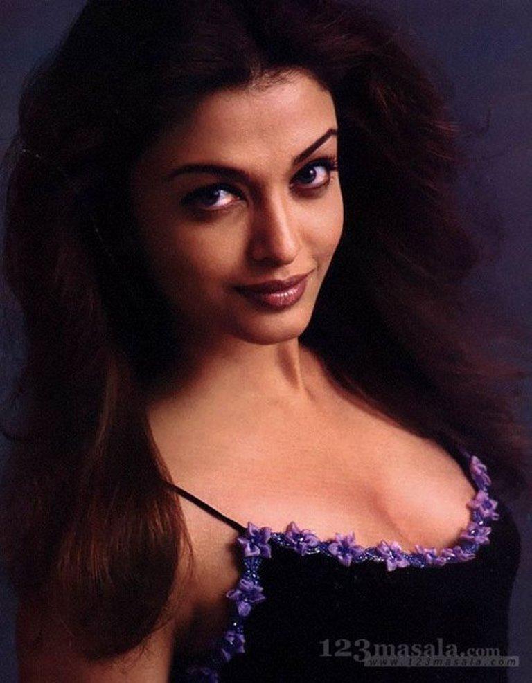 Картинки: Айшвария Рай (Aishwarya Rai) в эротических фото сетах и