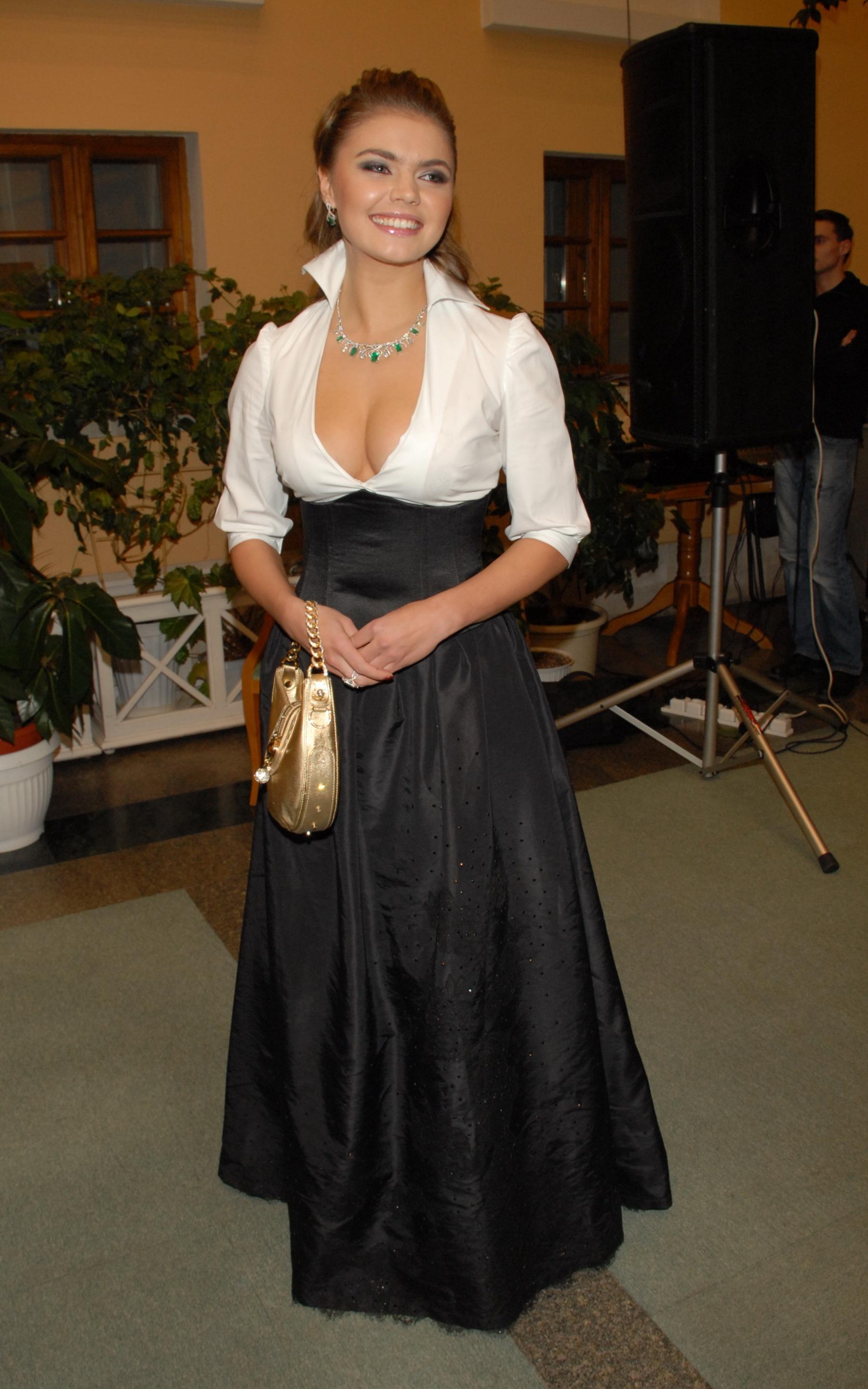 Алина Кабаева (Alina Kabaeva) в платье с глубоким декольте