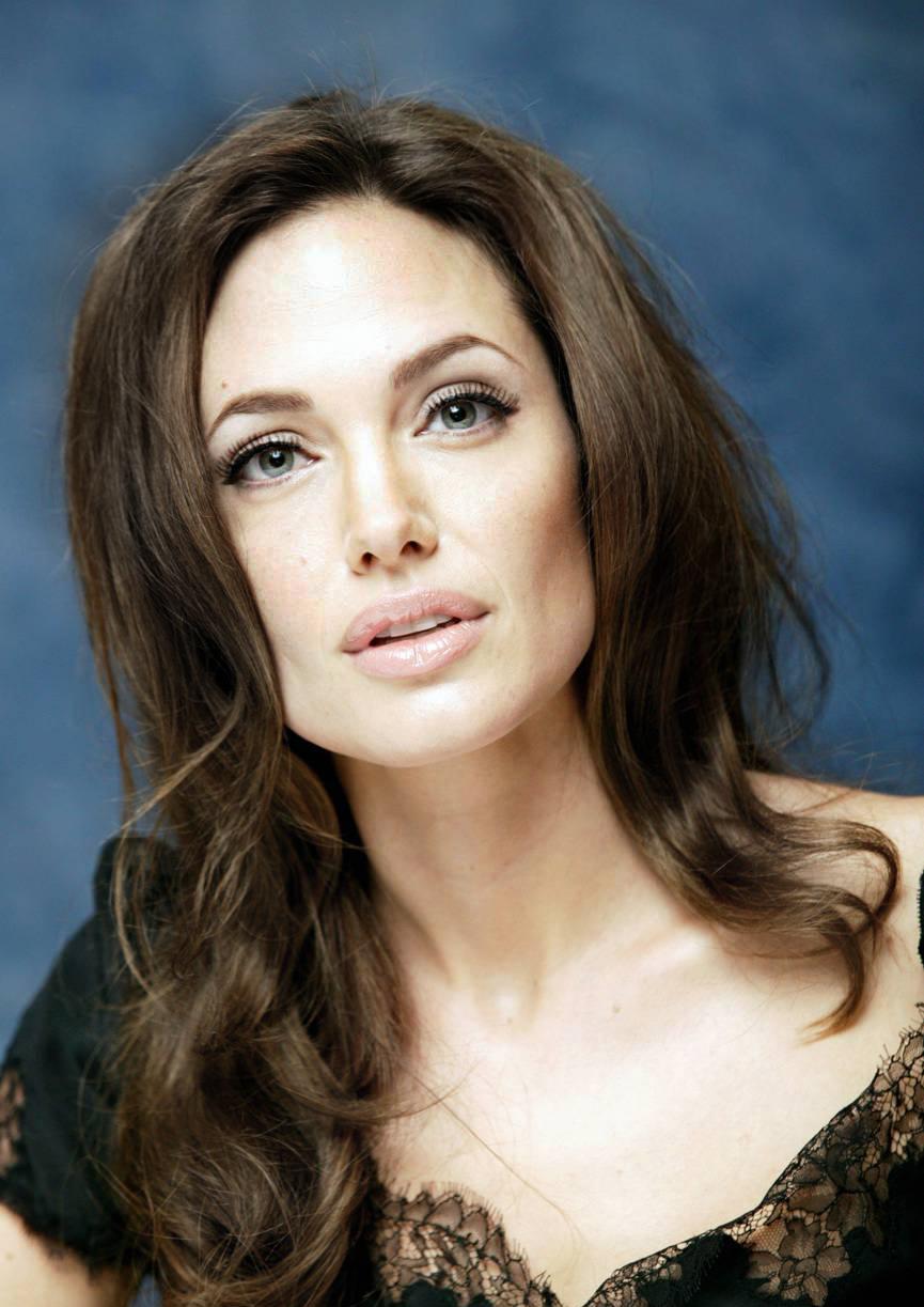 Джоли анджелина анджелина джоли сосет