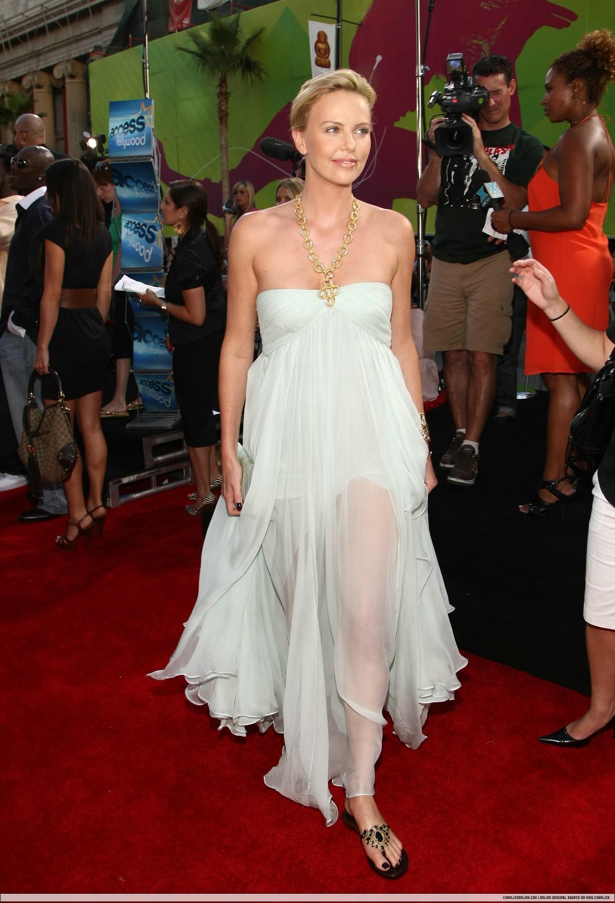 Прозрачные платья знаменитостей фото 8 фотография