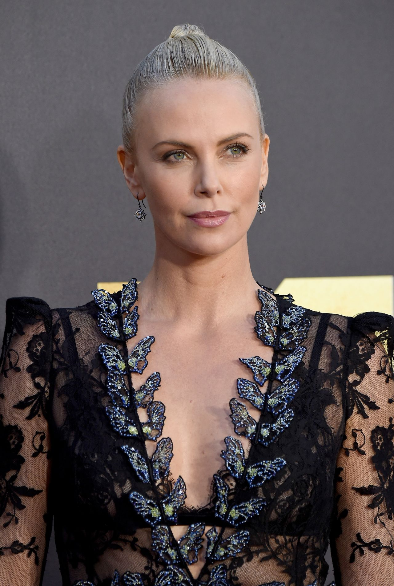 Charlize Theron 879827
