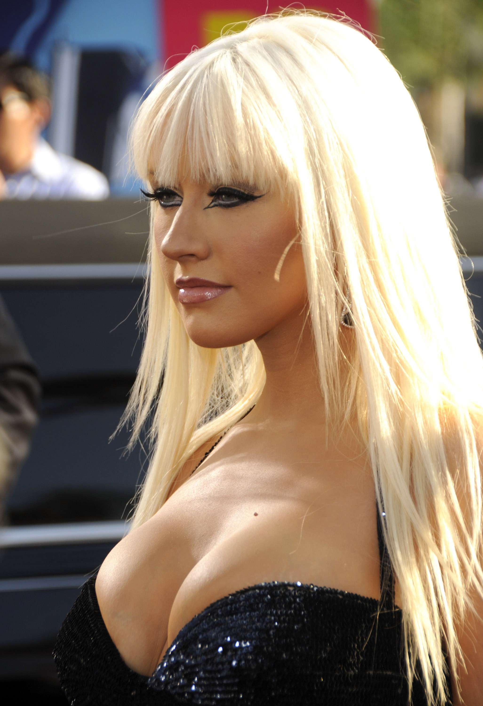 Christina Aguilera) просит своих фанатов найти время и принять участи…
