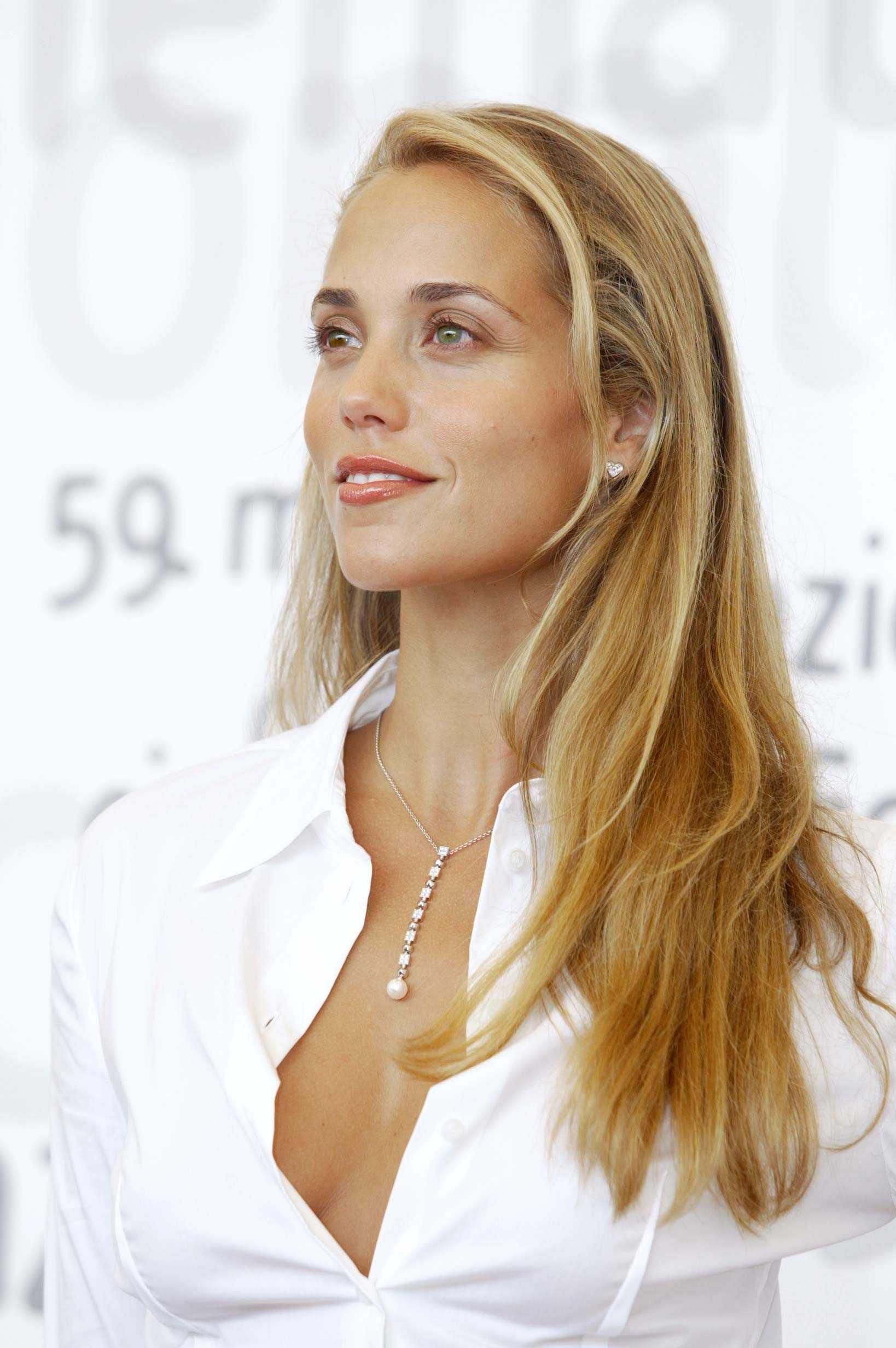 elizabeth berkley 2016