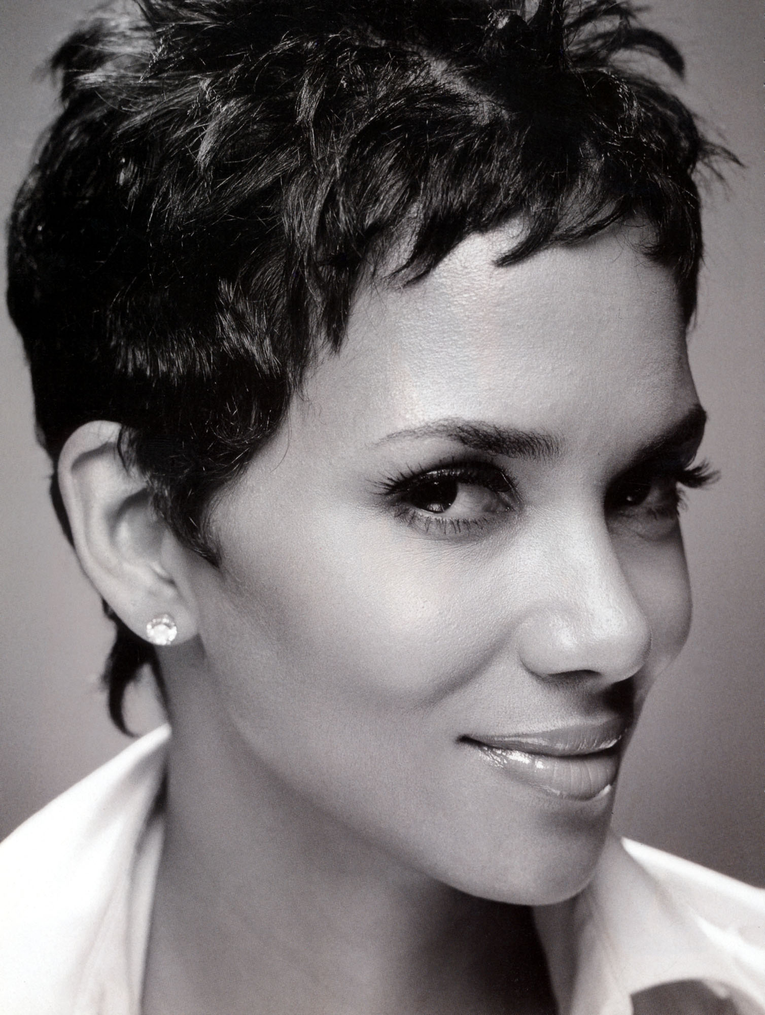 http://www.theplace.ru/archive/halle_berry/img/halle333.jpg