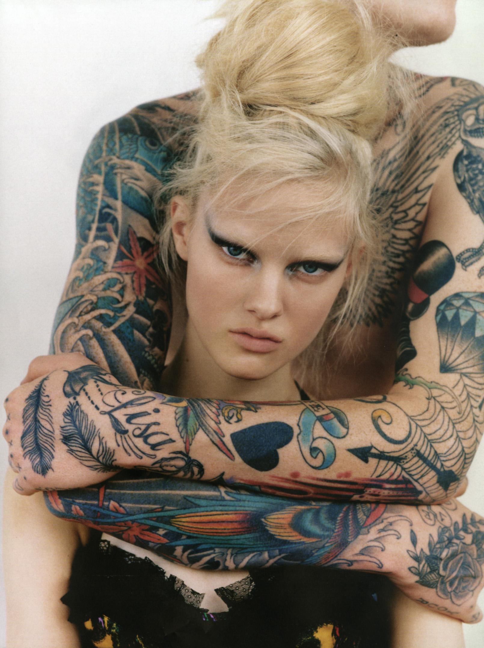Фотосет татуированных моделей 9 фотография