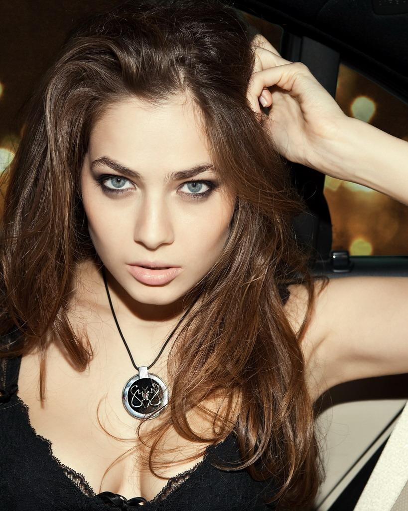 Юлия Снигирь в нижнем сексуальном белье на красивых эро фотках