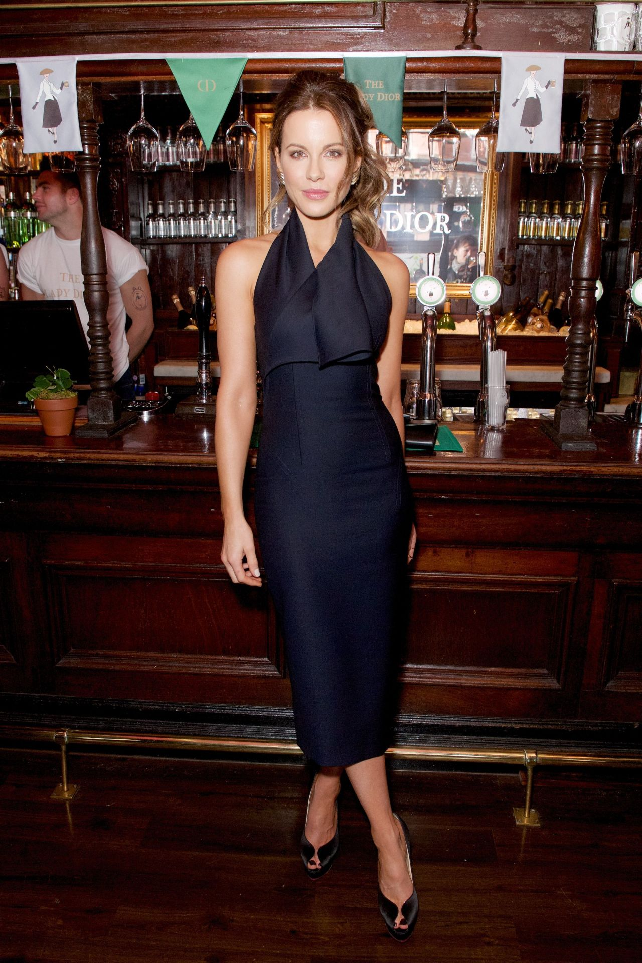 http://www.theplace.ru/archive/kate_beckinsale/img/kate_beckinsale_lady_dior_party_in_london_uk_5_30_2016_7.jpg