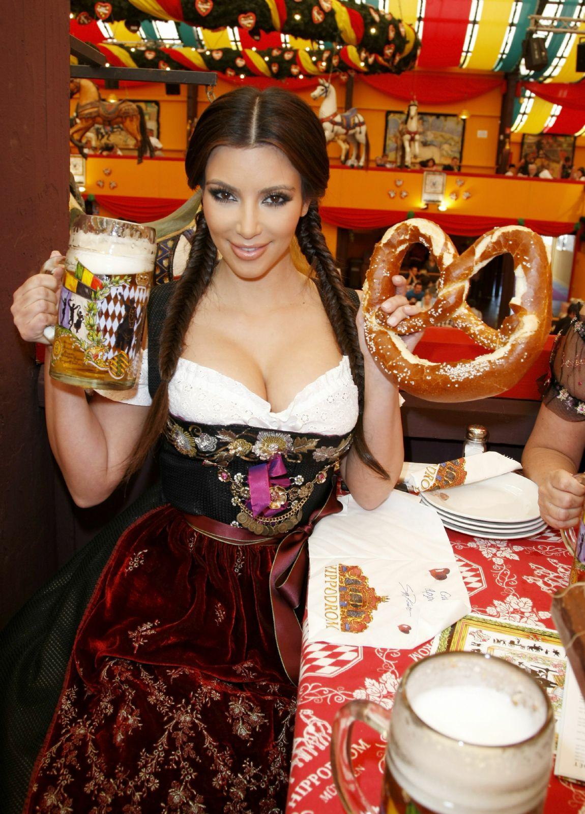 http://www.theplace.ru/archive/kim_kardashian/img/rs687777948995108.jpg