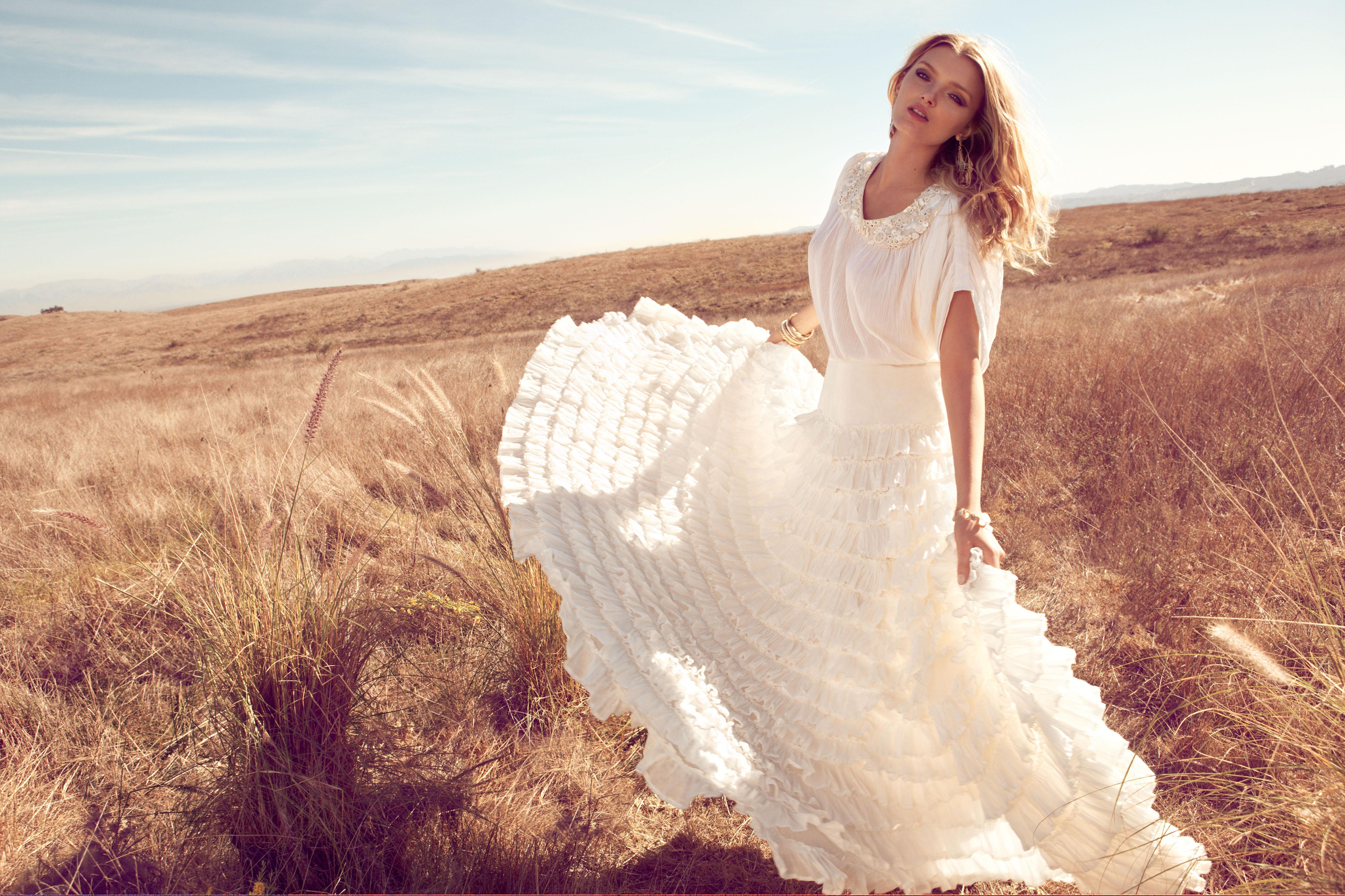 Фото блондинок в белом платье 17 фотография