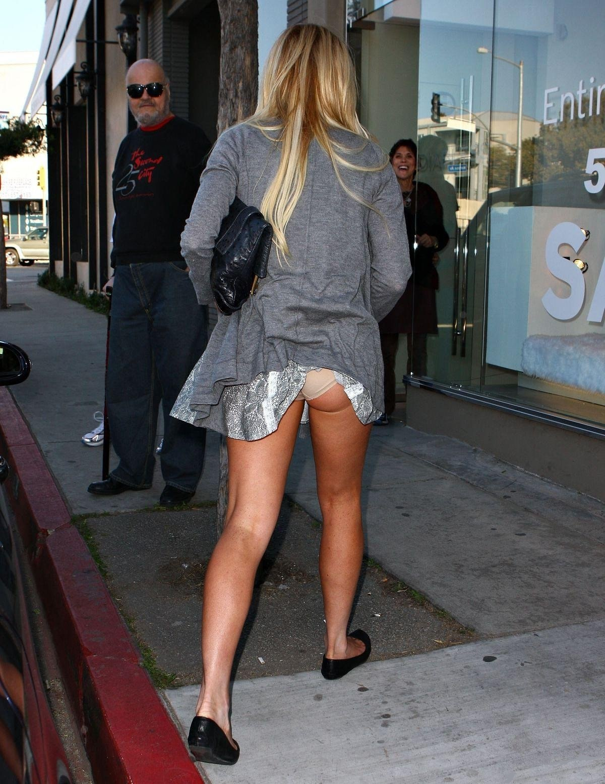 Юля снимает мини юбку 11 фотография
