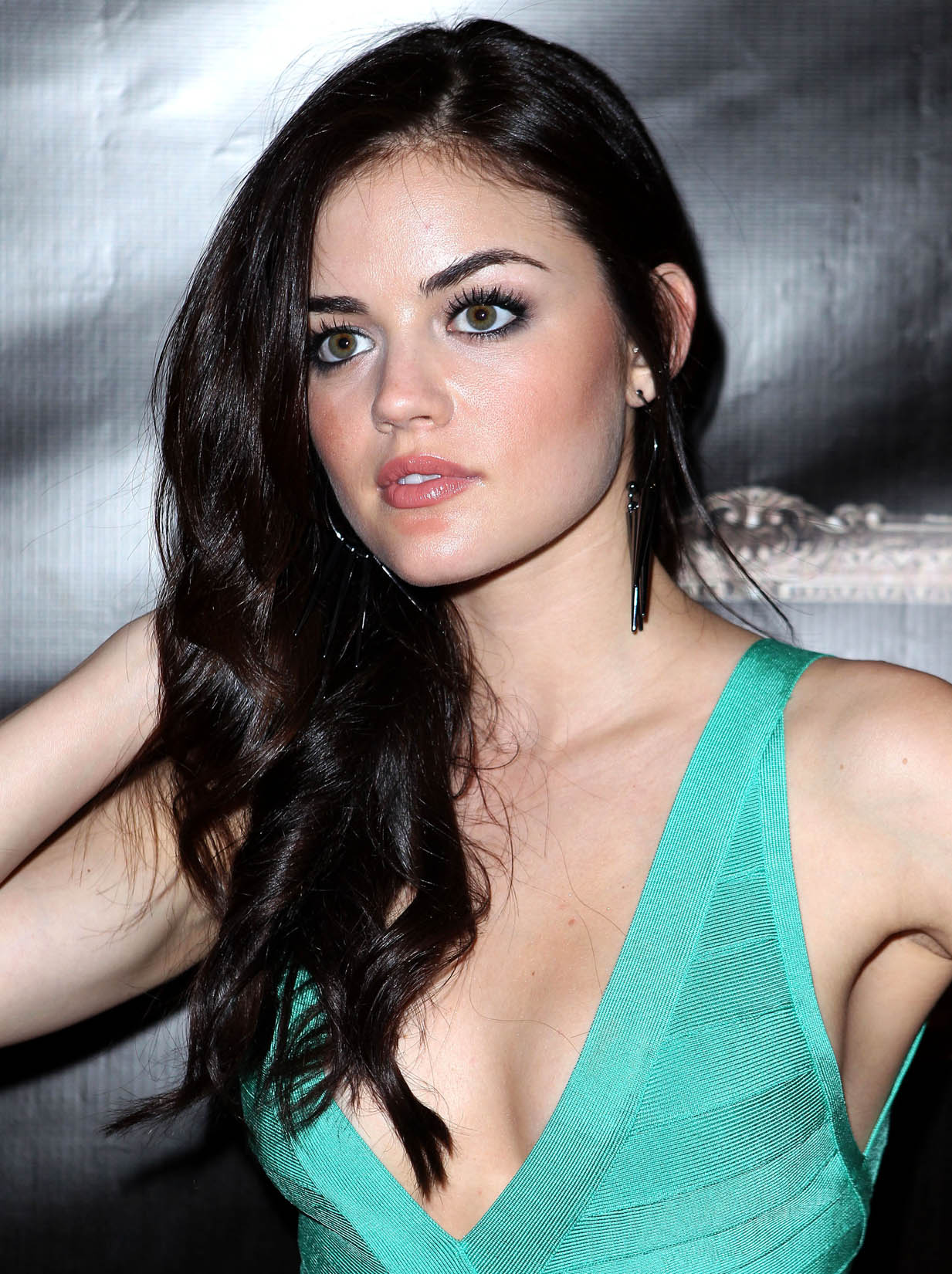 Lucy Hale - Wallpaper Actress