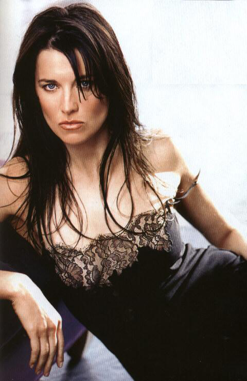 http://www.theplace.ru/archive/lucy_lawless/img/maxim10.jpg