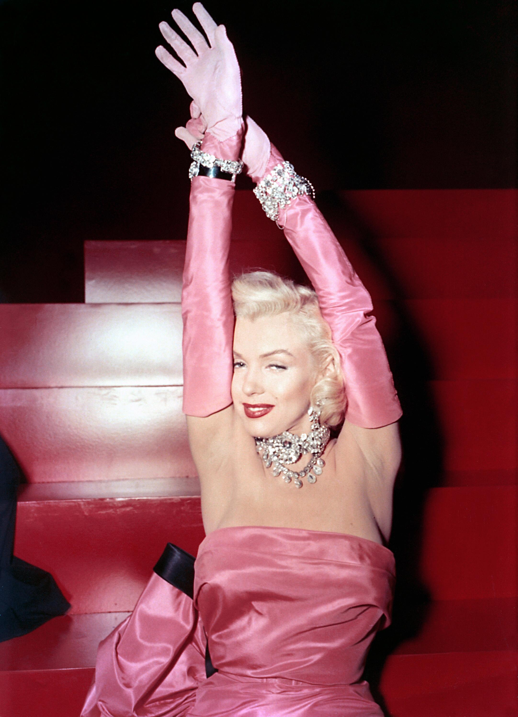Фото блондинки в розовом 18 фотография