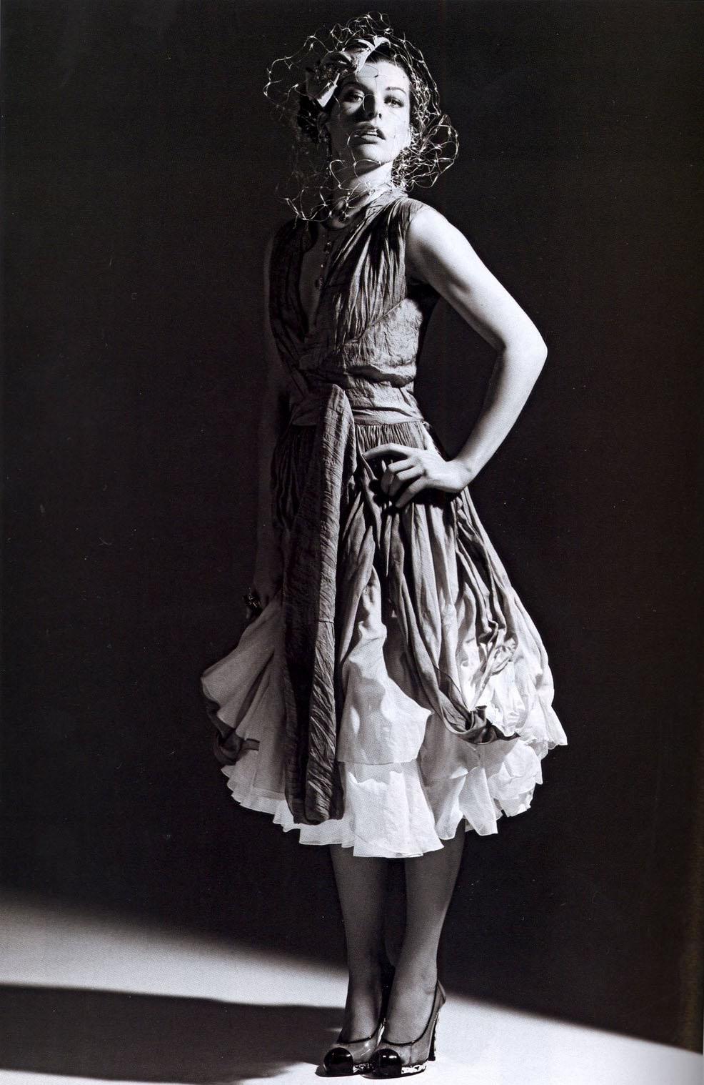 Мила Йовович. в журнале Вог в Китае. актриса и модель. Знаменитая.