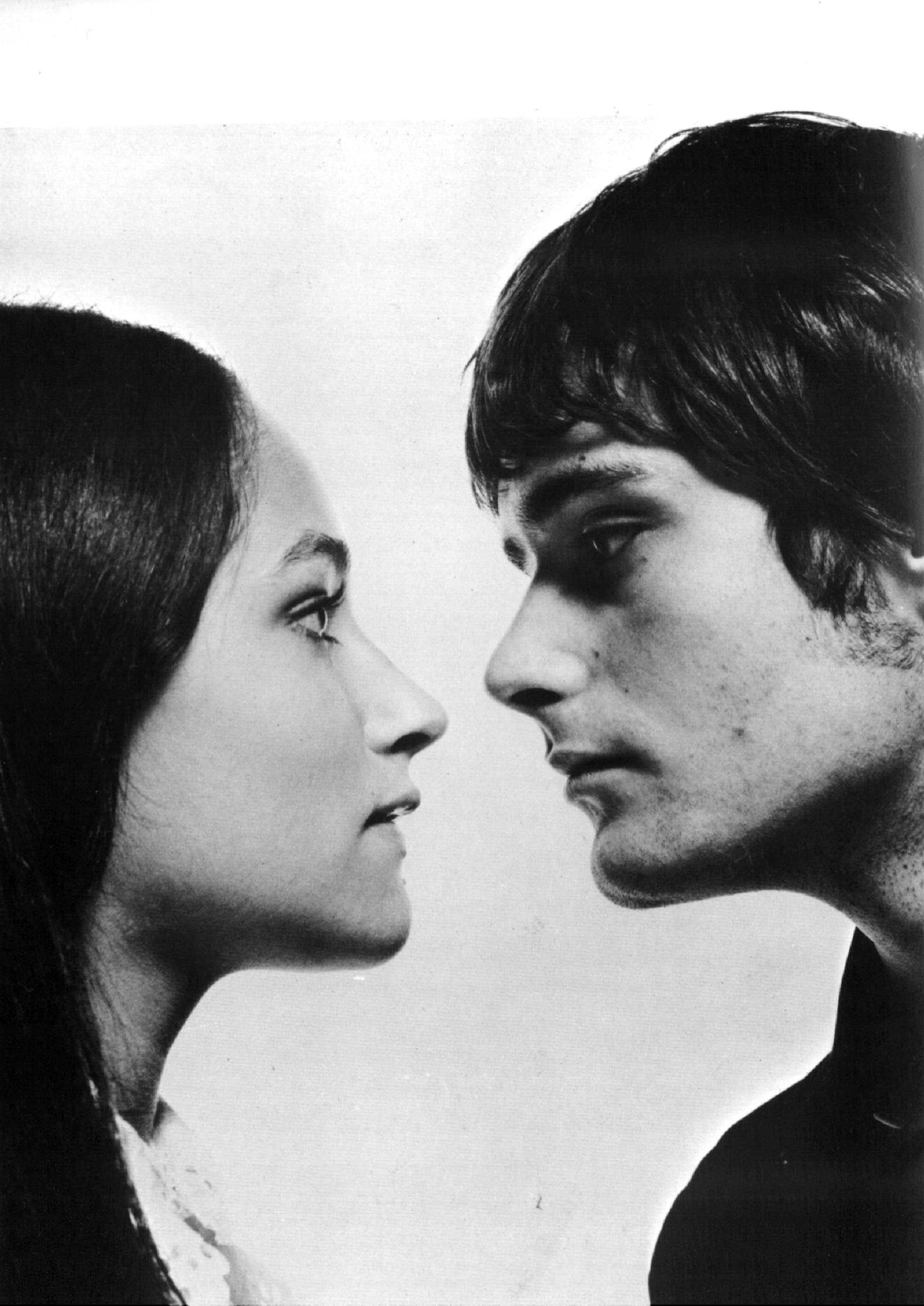http://www.theplace.ru/archive/olivia_hussey/img/683cb96a86bd.jpg