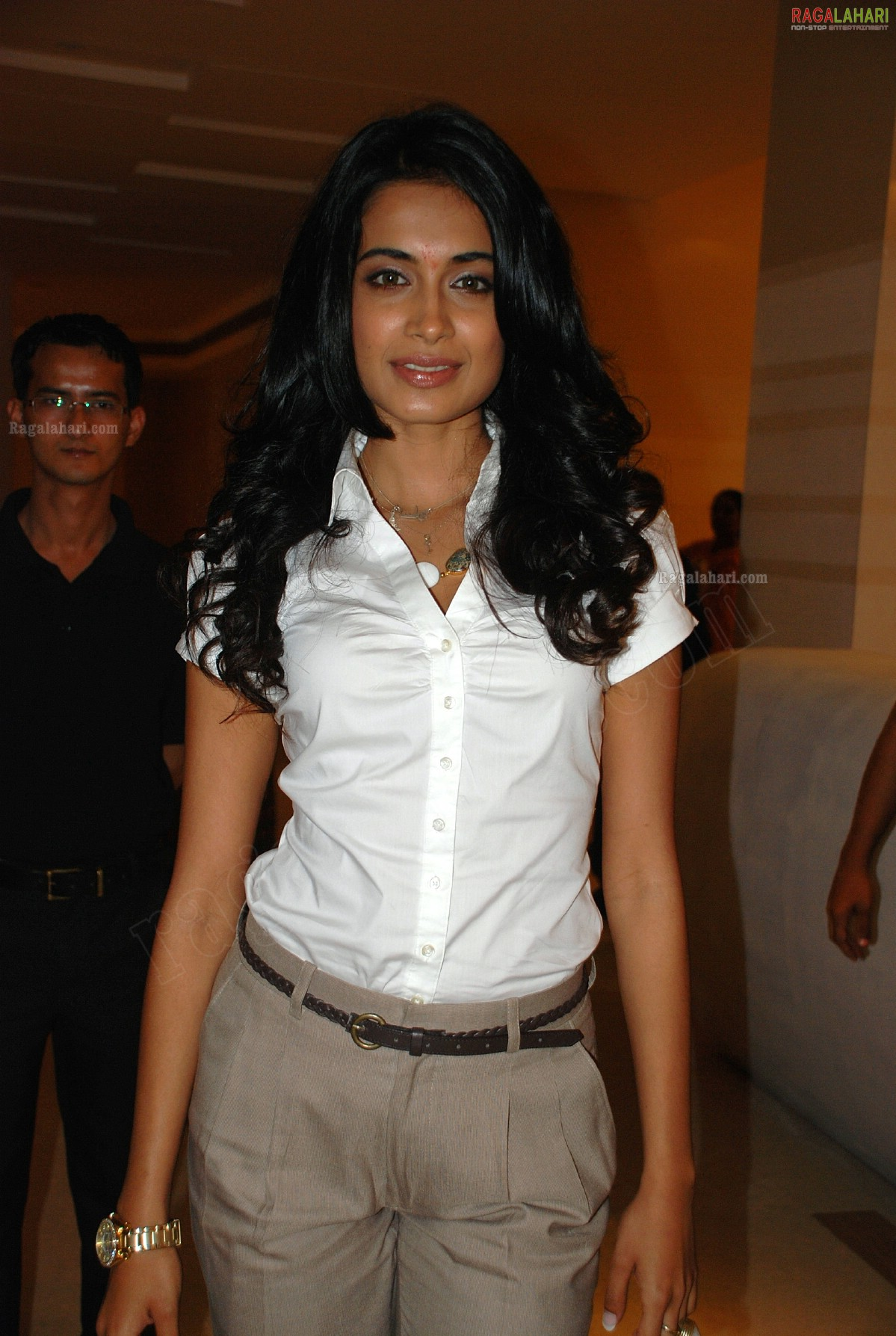sarah jane dias hot