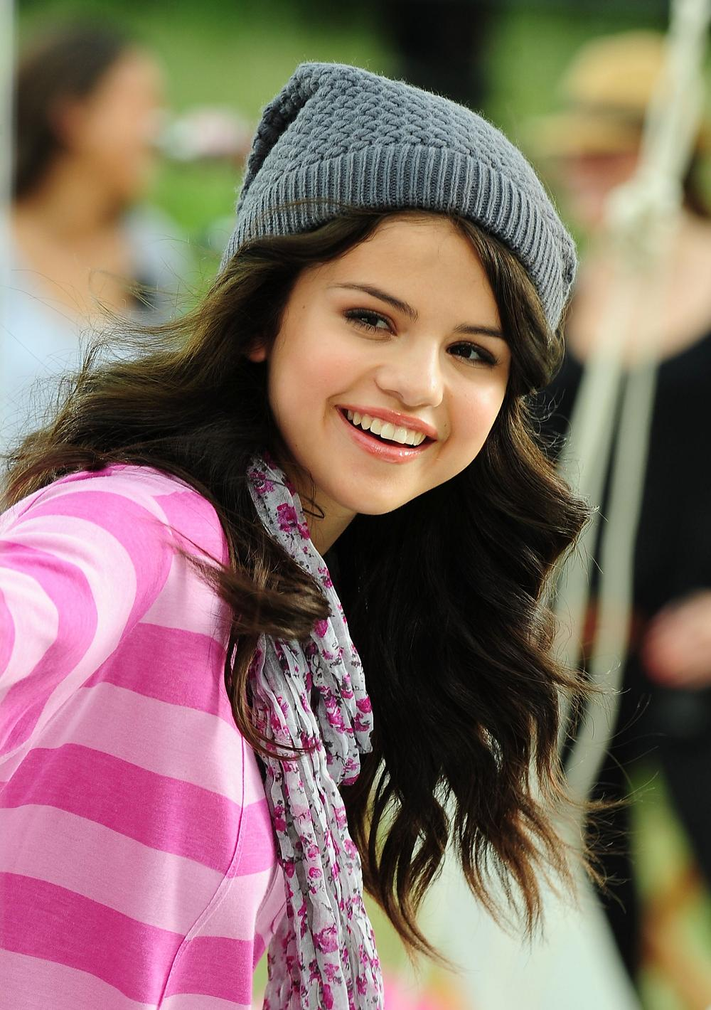 selena_gomez on feedyeti