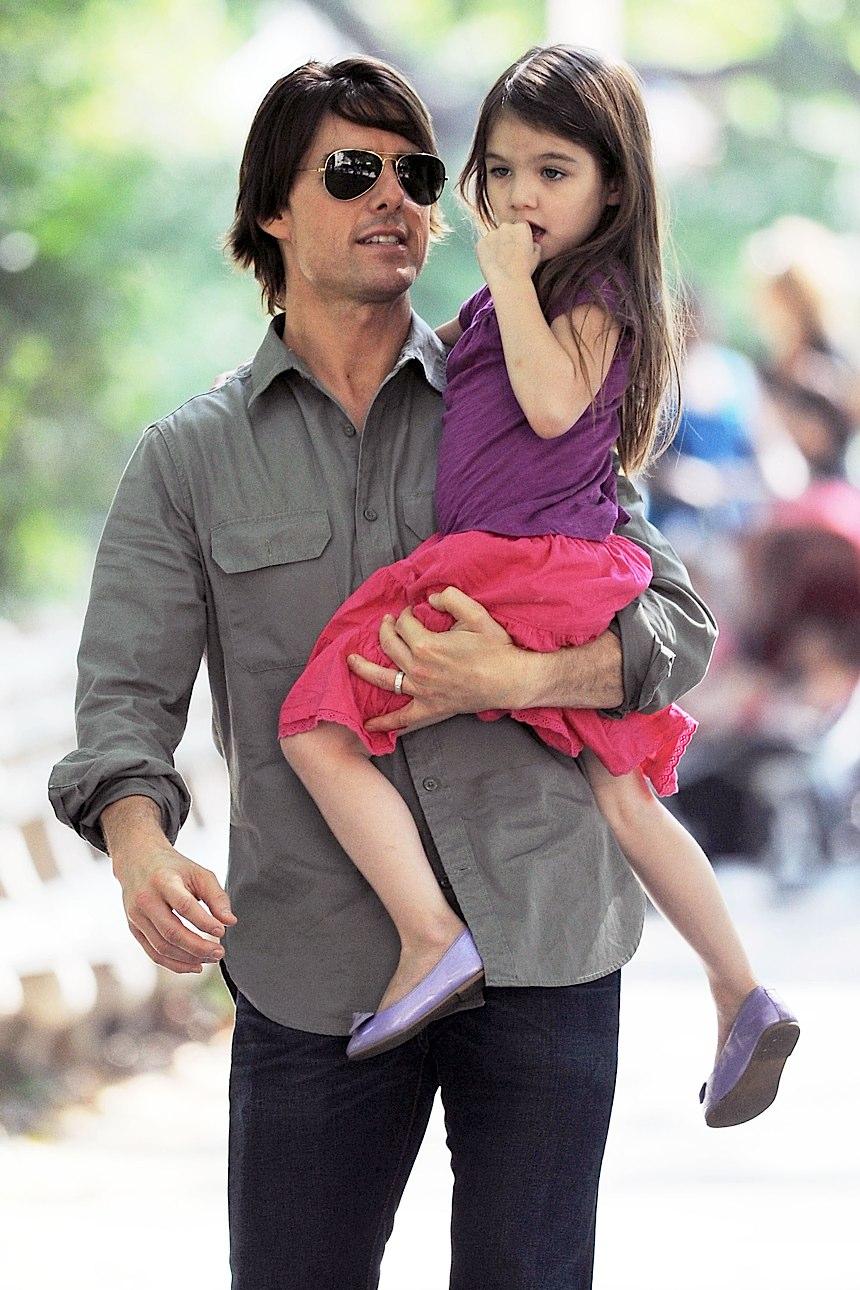Сури Круз - Su... Tom Cruise