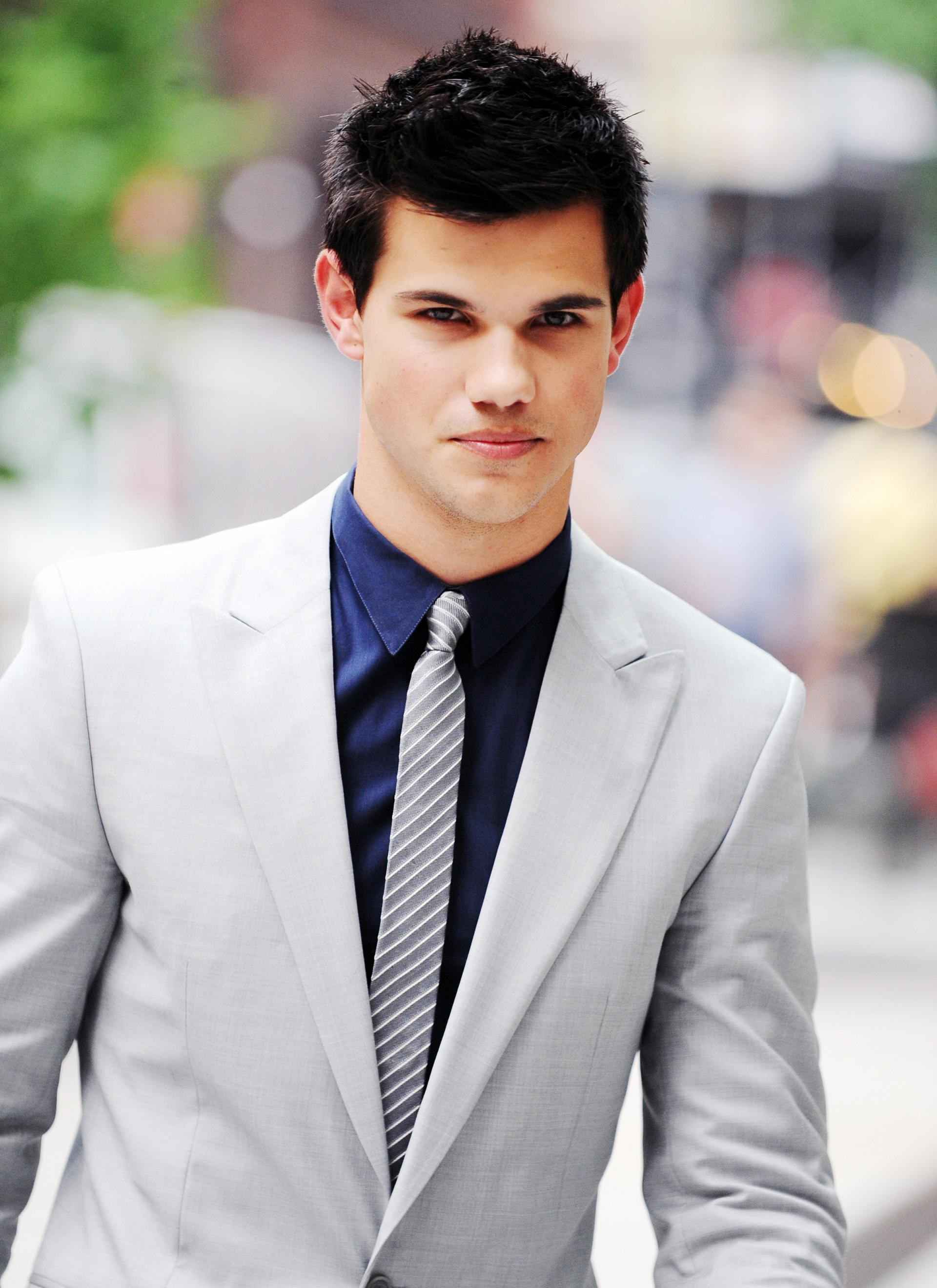 http://www.theplace.ru/archive/taylor_lautner/img/FP_5287849_Eclipse_A.jpg