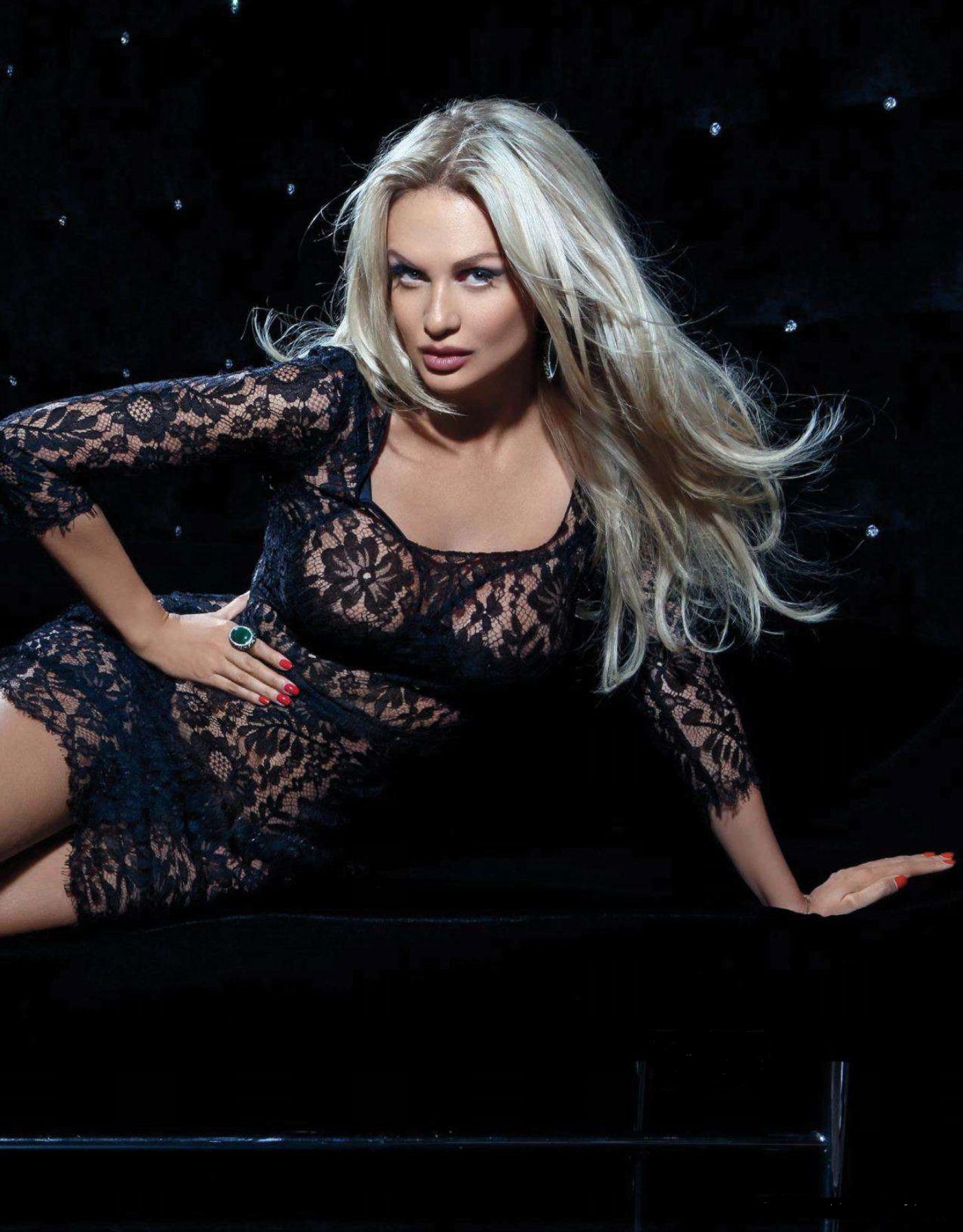 Виктория Лопырева в журнале Playboy (декабрь 2012) .