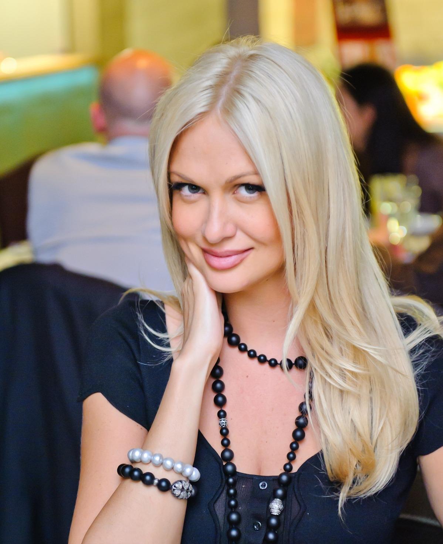 Красавица Виктория Лопырева. Ей есть, что показать поклонникам. Бесплатные эро фотки и видео
