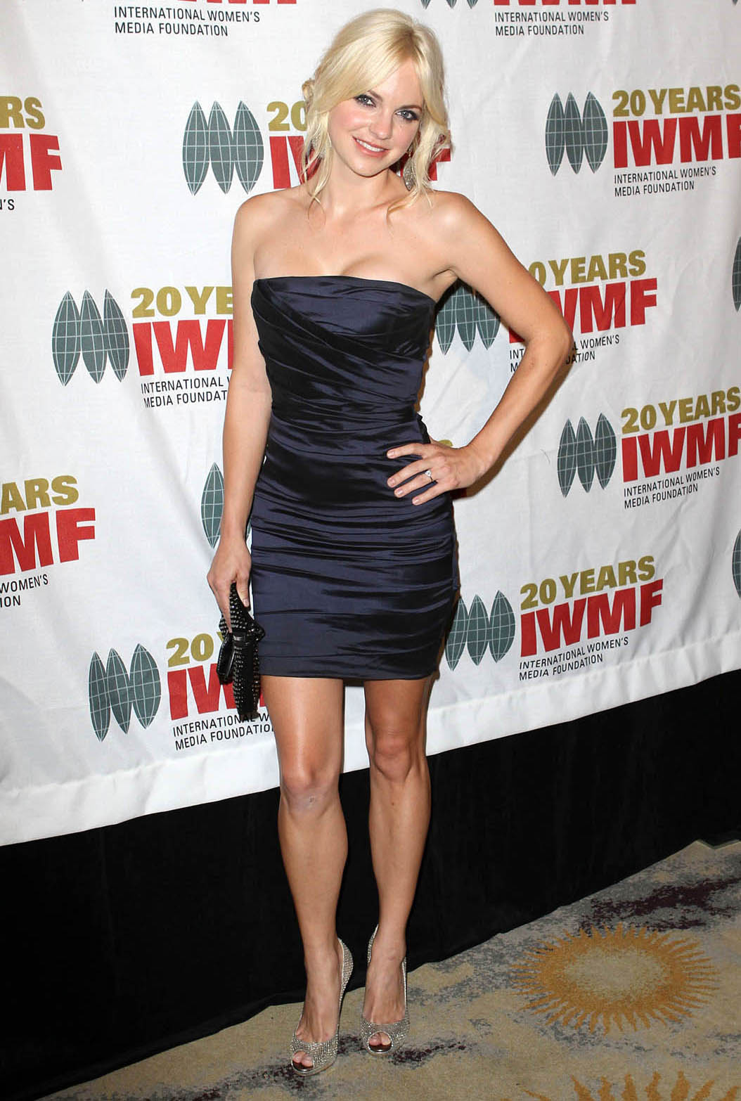 anna faris height weight body statistics healthy celeb