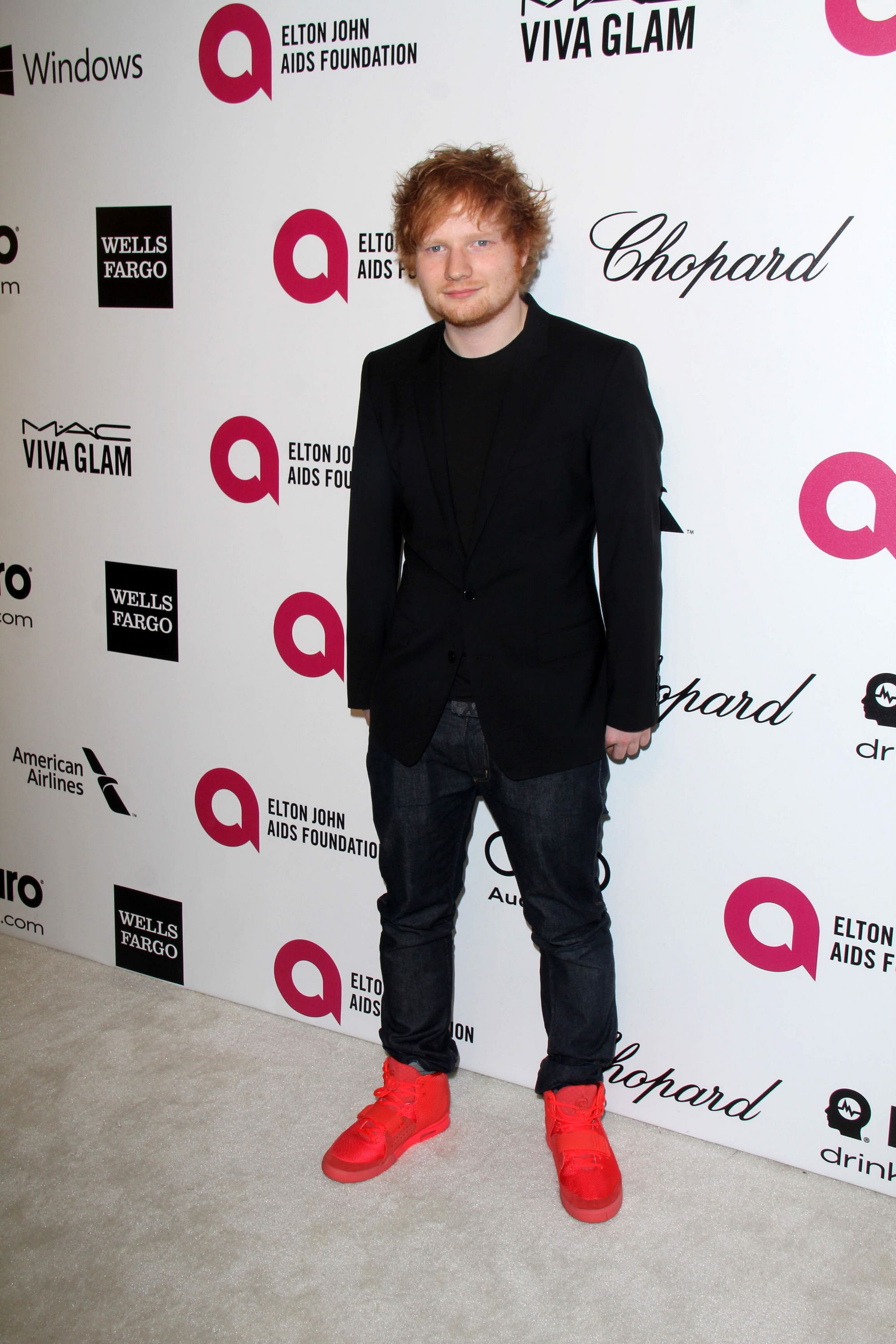 https://www.theplace.ru/archive/ed_sheeran/img/02.03.2014_22nd_annual_elton_john_aids_foundations_oscar_viewing_party_(5).jpg
