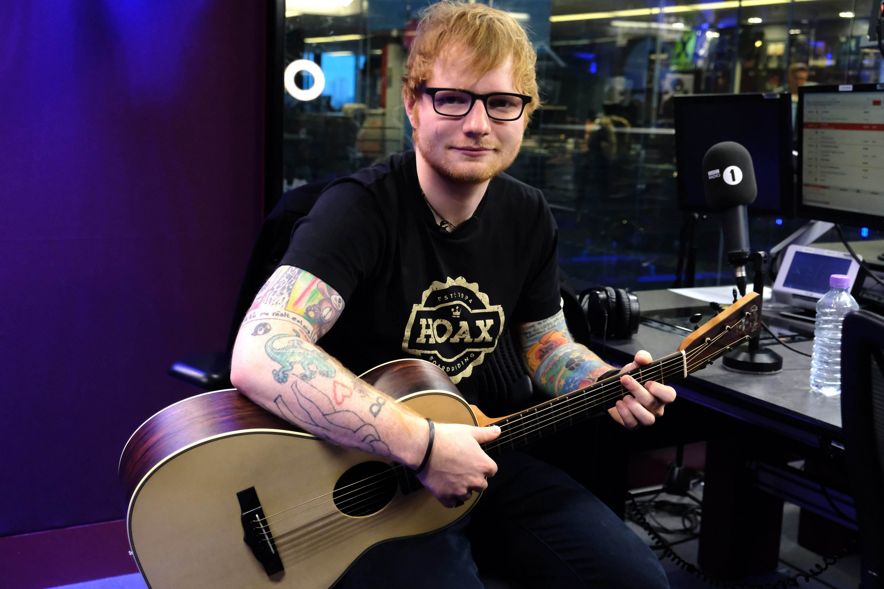 https://www.theplace.ru/archive/ed_sheeran/img/06.01.2017_bbc_radio_1_(4).jpg