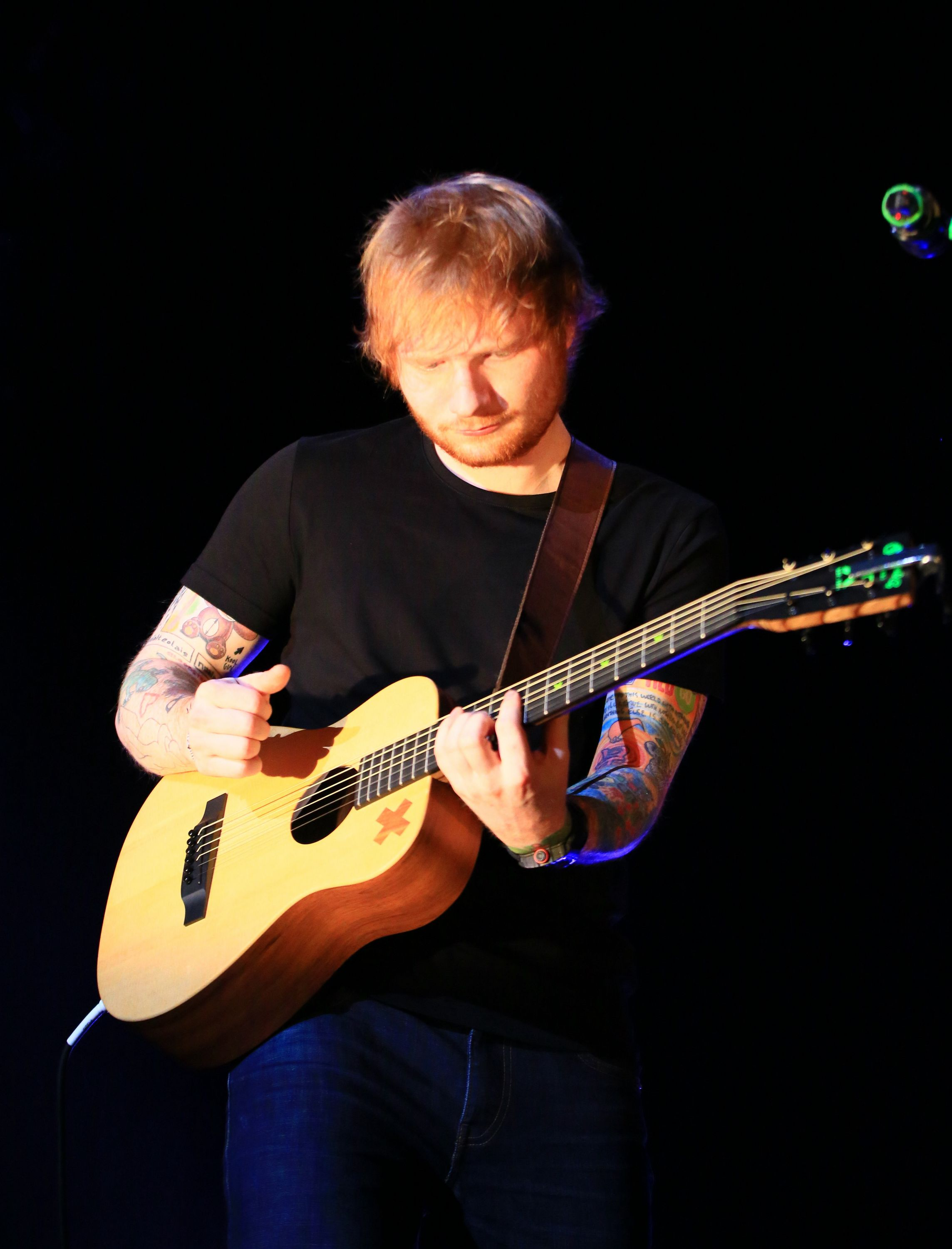 https://www.theplace.ru/archive/ed_sheeran/img/07.03.2015_mercedes_benz_arena_shanghai,_china.jpg