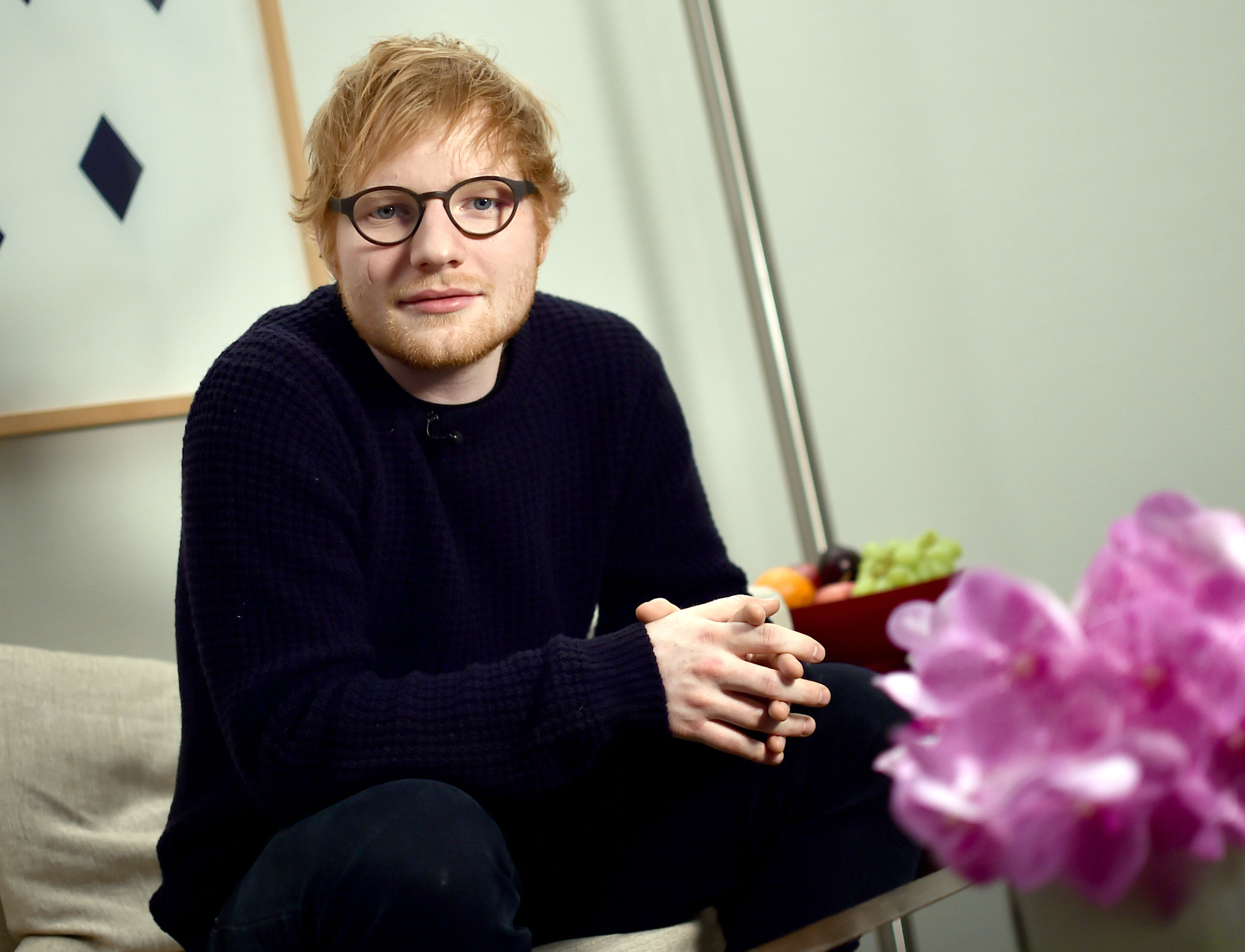 https://www.theplace.ru/archive/ed_sheeran/img/2017_session_007_(5).jpg