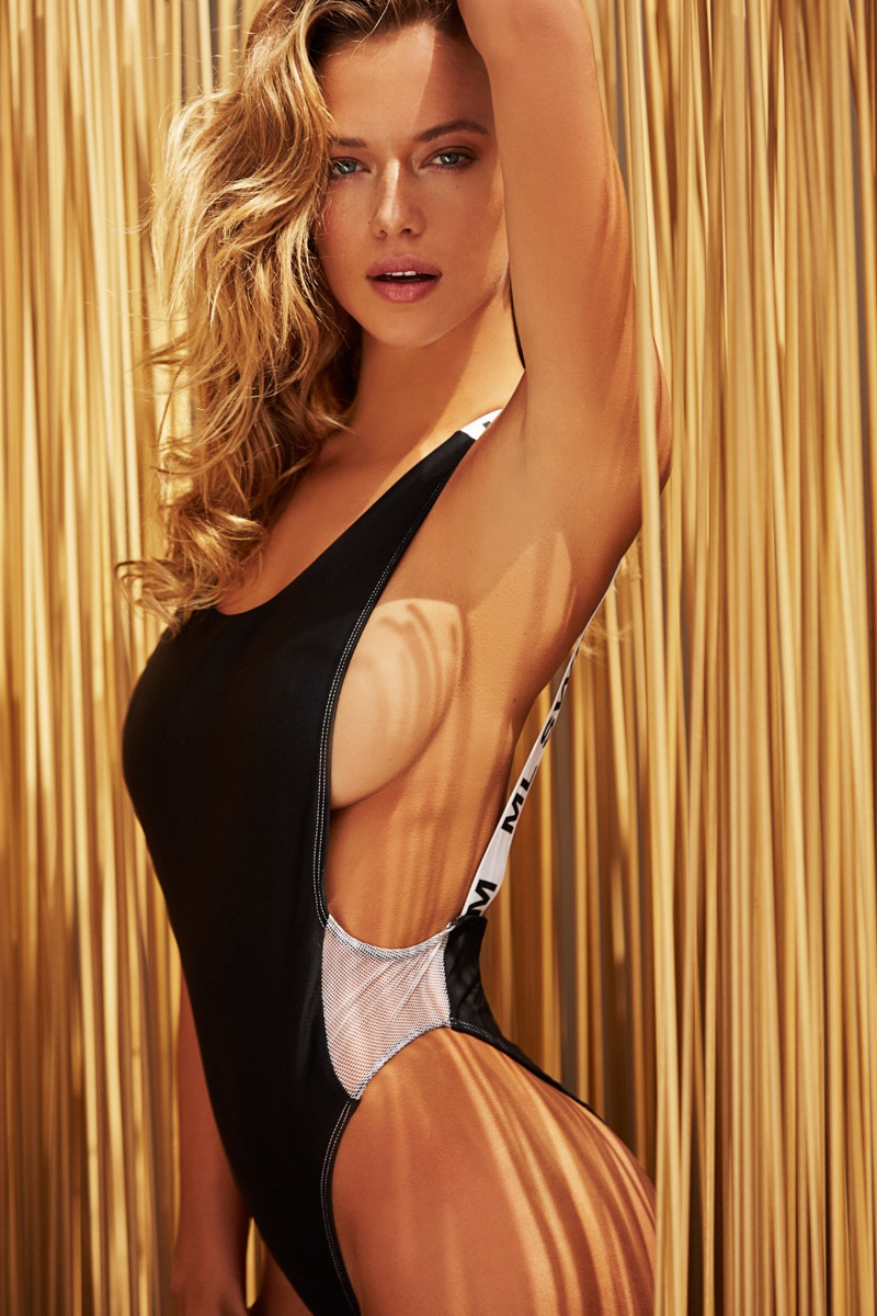 melania trump sports illustrated swimsuit - HD800×1200