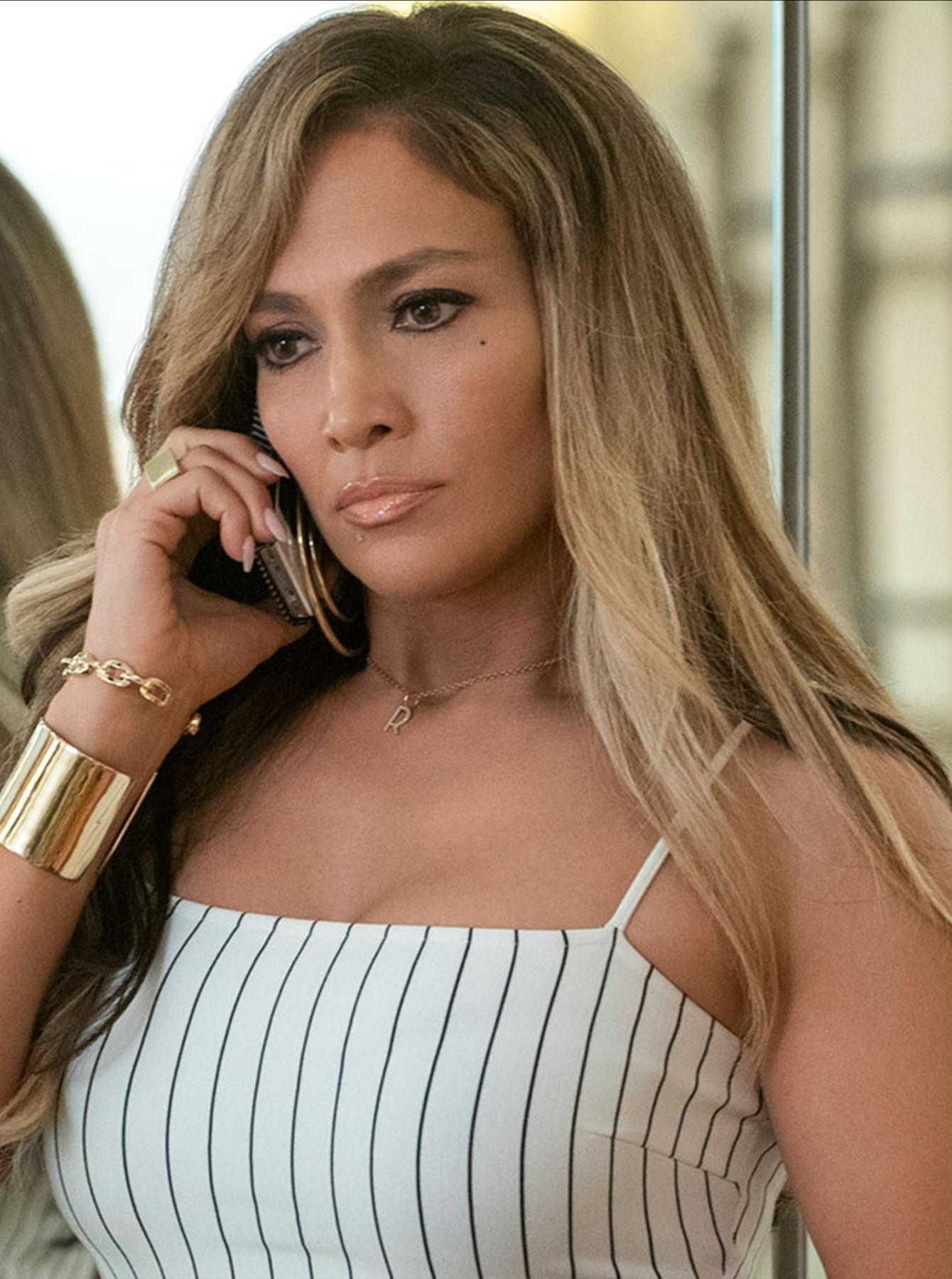 Jennifer Lopez Exposing Her Stunning Body In Pink Bikini