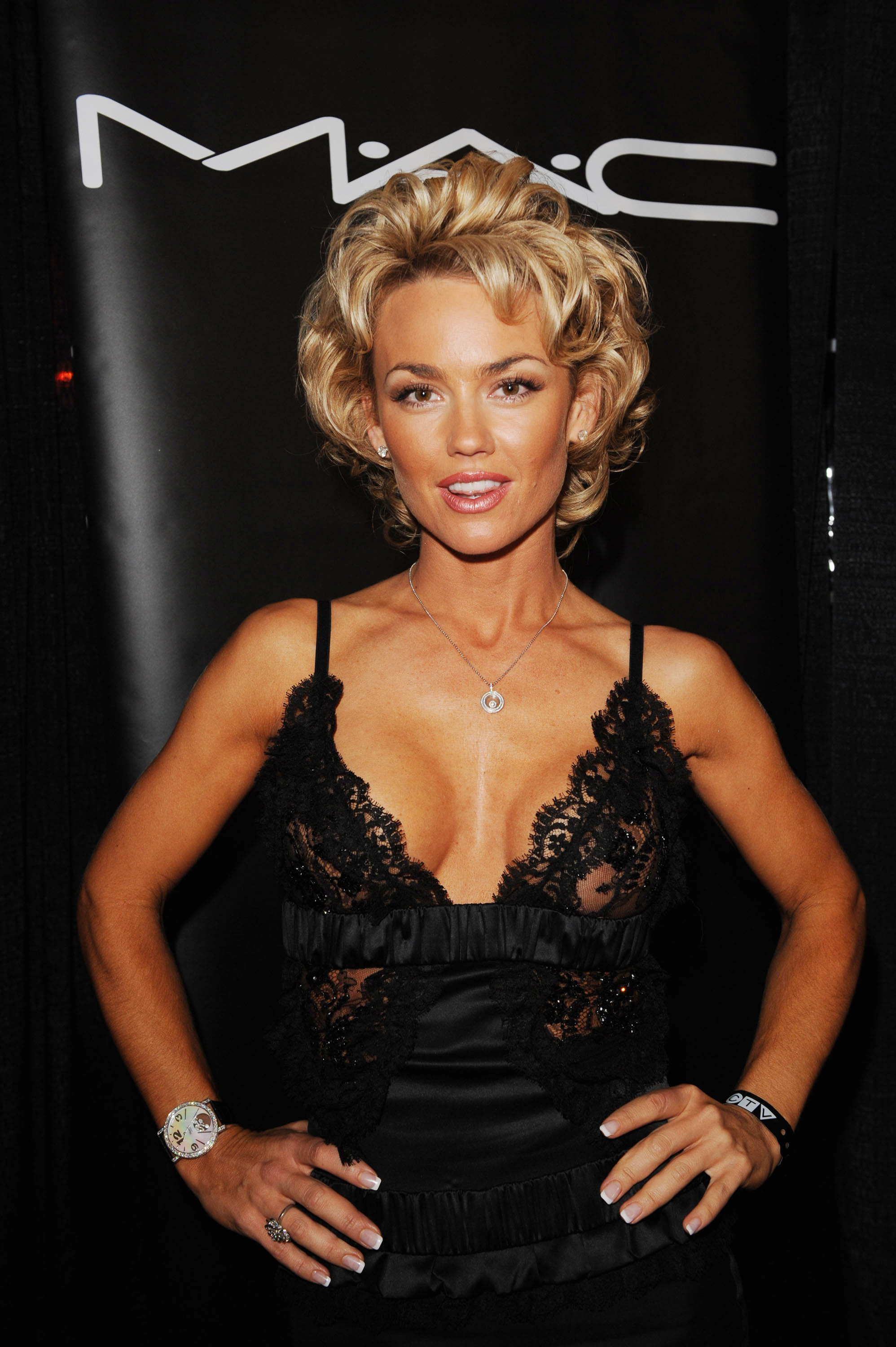 WATCH: Kelly Carlson Nude & Pussy! New Leaked Photos