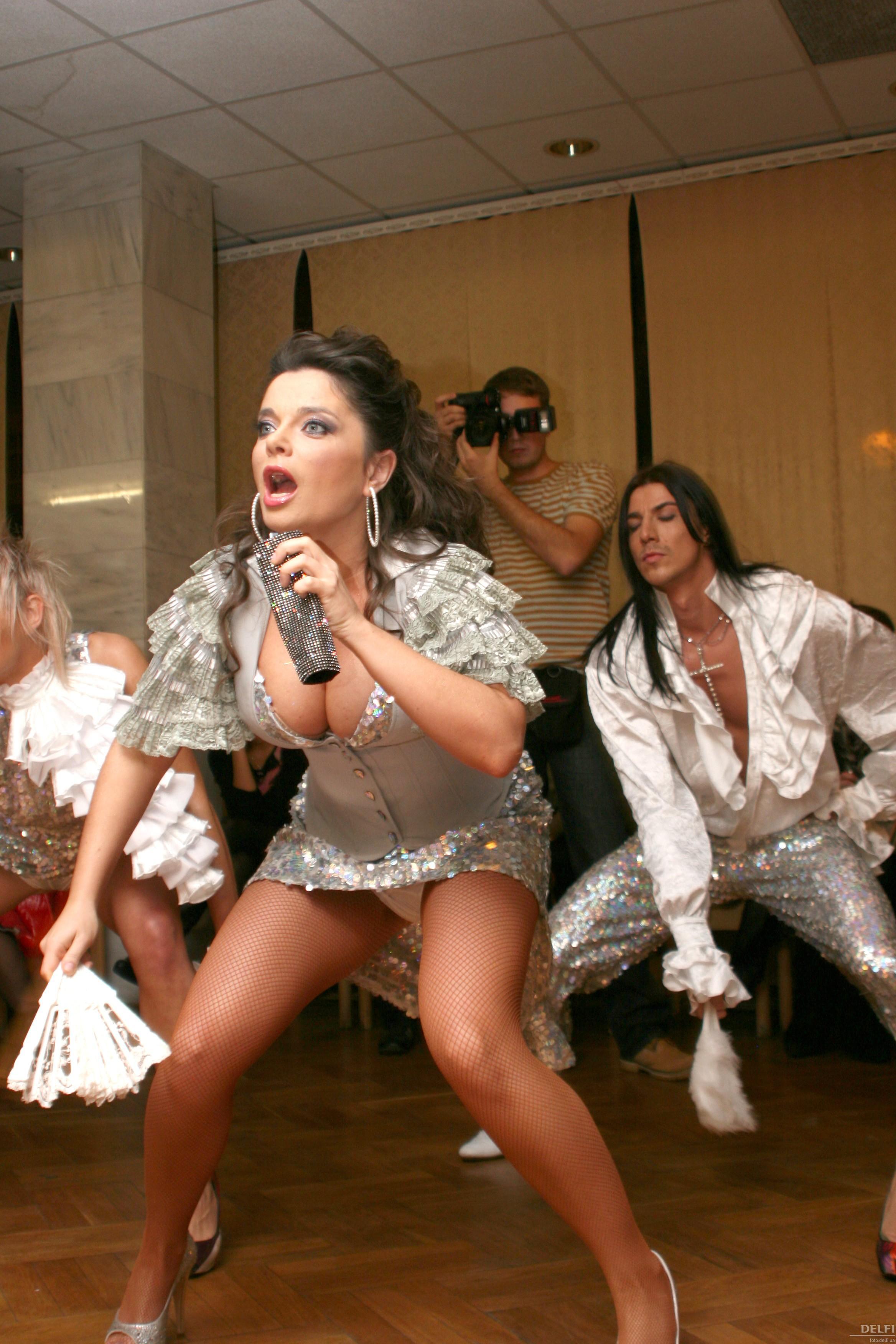 Танец без трусов порно — pic 14