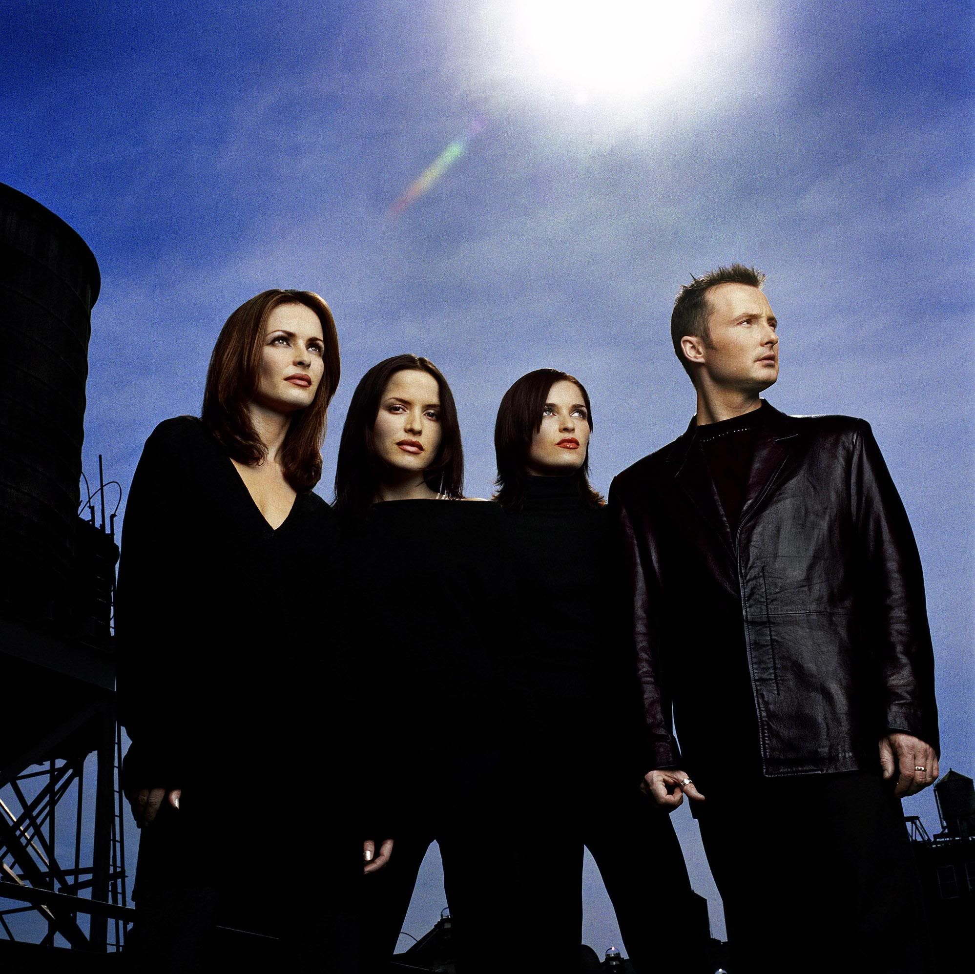 https://www.theplace.ru/archive/the_corrs/img/2083scd.jpg